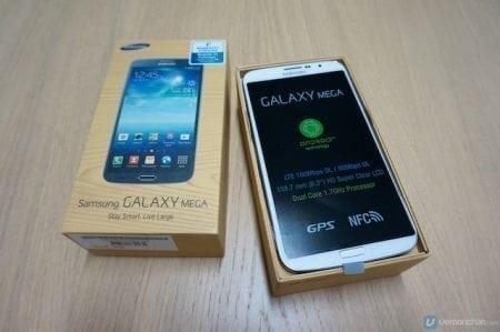 Samsung reveals larger than life Galaxy Mega smartphones